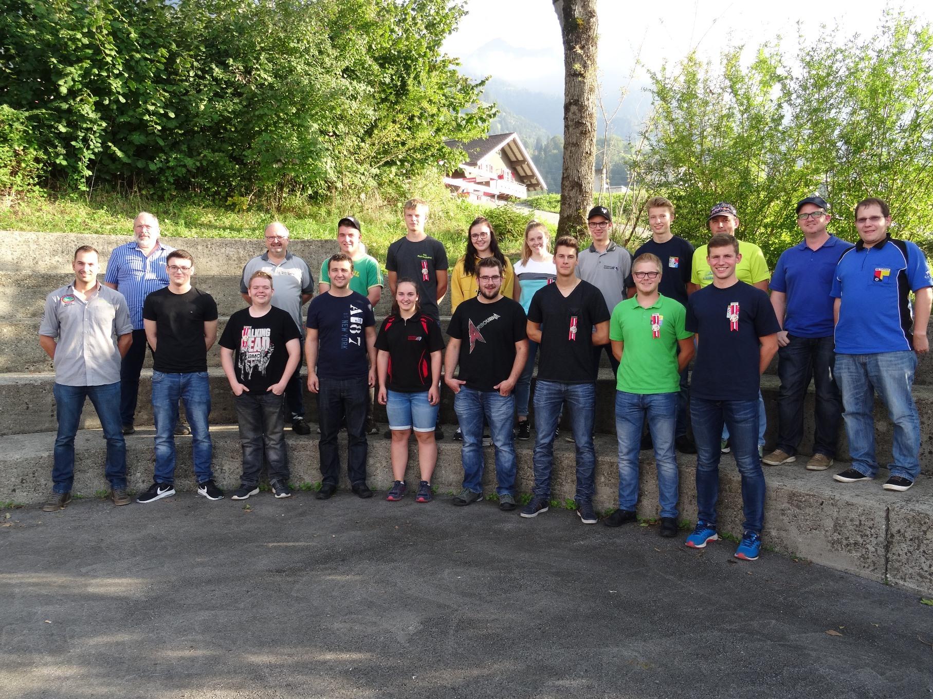 Teilnehmer-und-Betreuer-Kanton-Schwyz